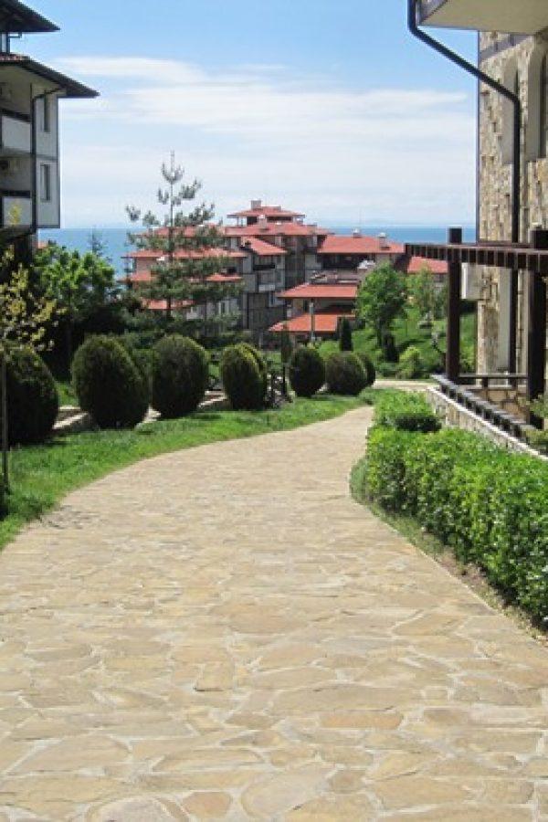 Примерный апартамент с 2-мя спальнами и холлом6  ~80м² Вид на зеленый сад