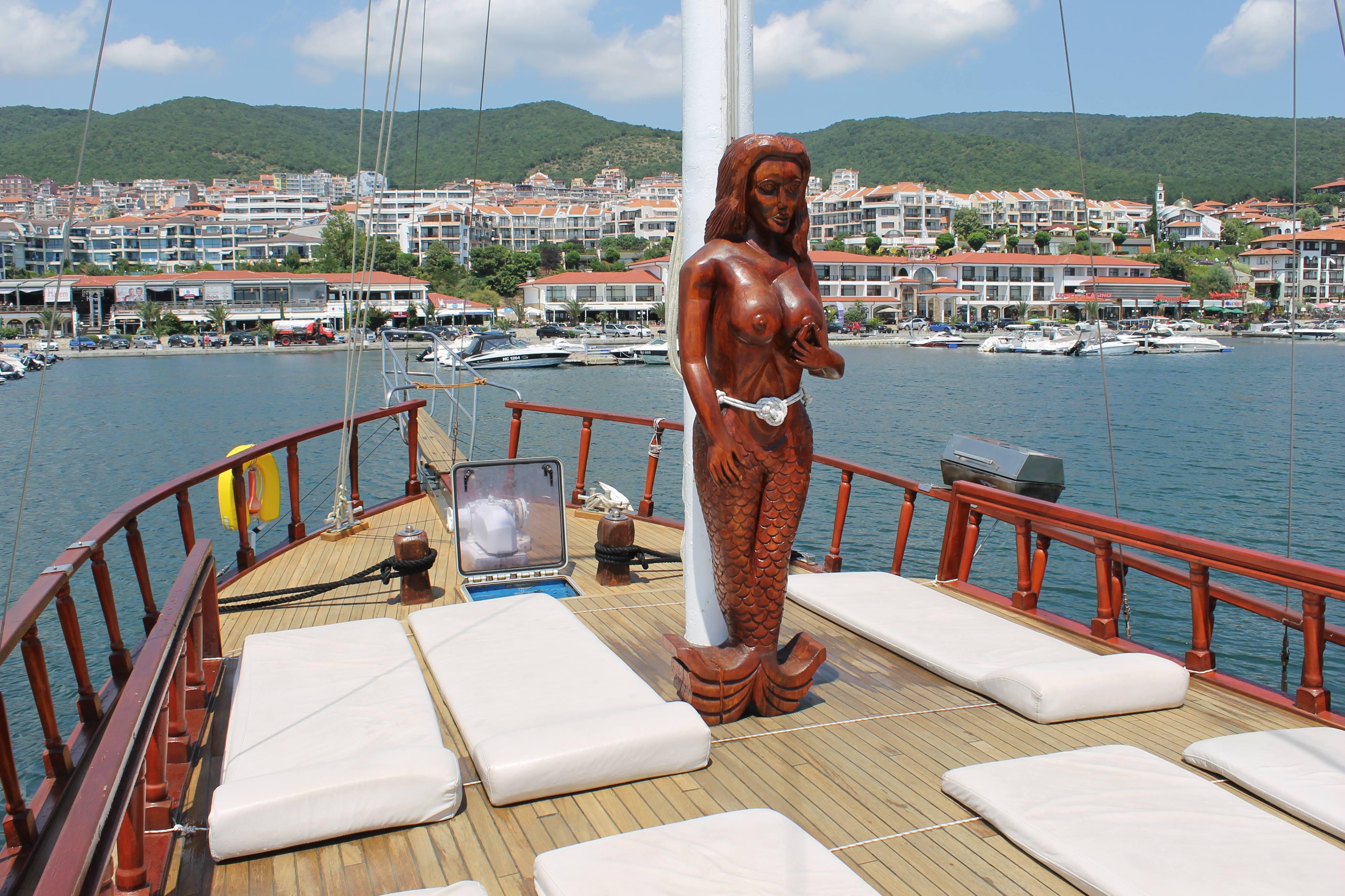 5romantic_yacht
