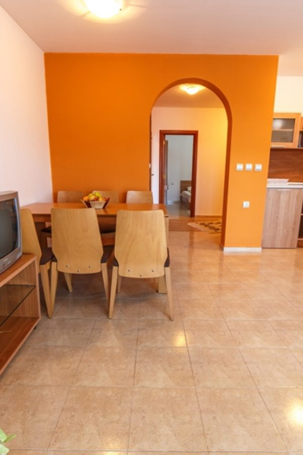 Примерен апартамент с 1 спалня и хол 4  ~65квм. Гледка планина