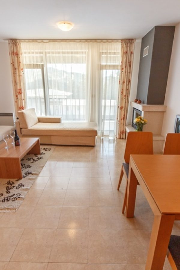 Примерен апартамент с 2 спални и хол 6  ~90квм. Гледка планина